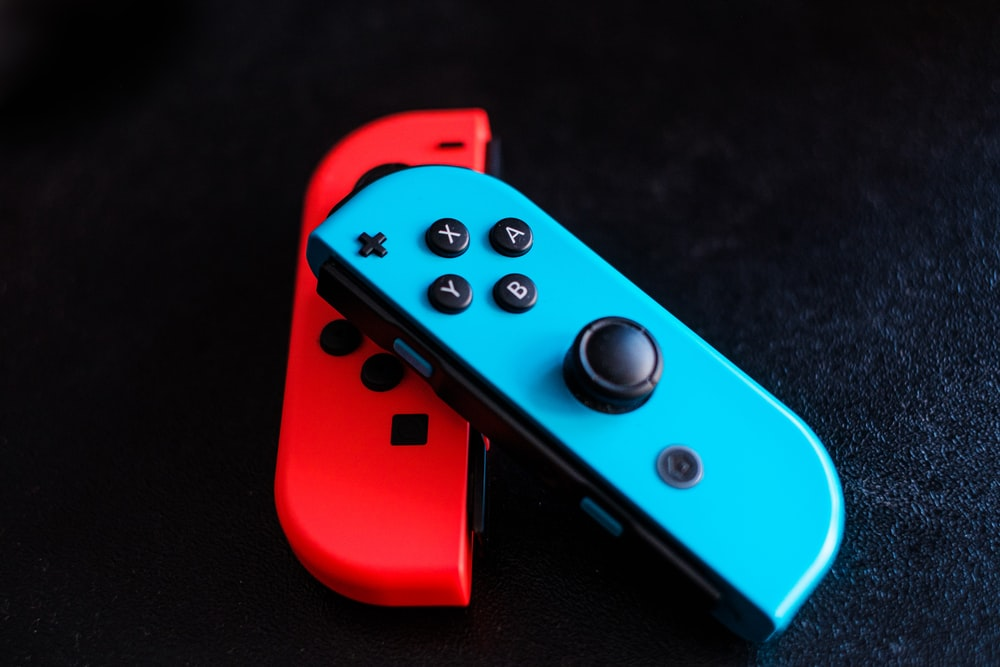 red and black nintendo switch game controller