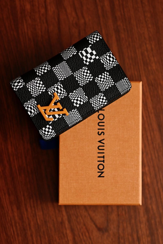 black and white checkered box