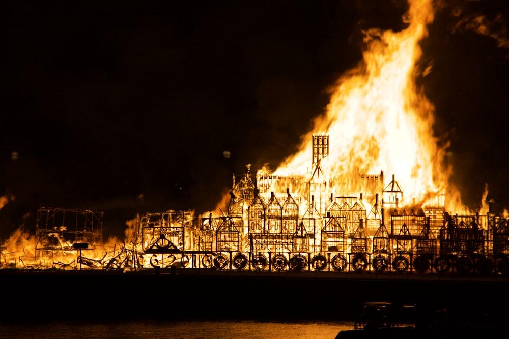 burning building during night time