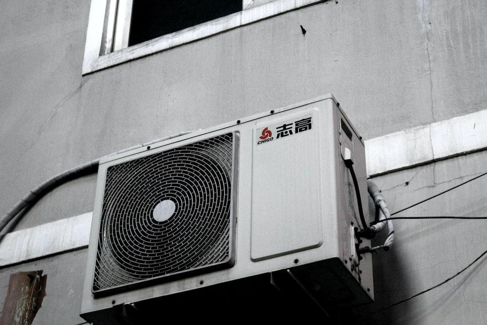 white and gray box fan