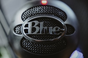 black and silver nissan steering wheel