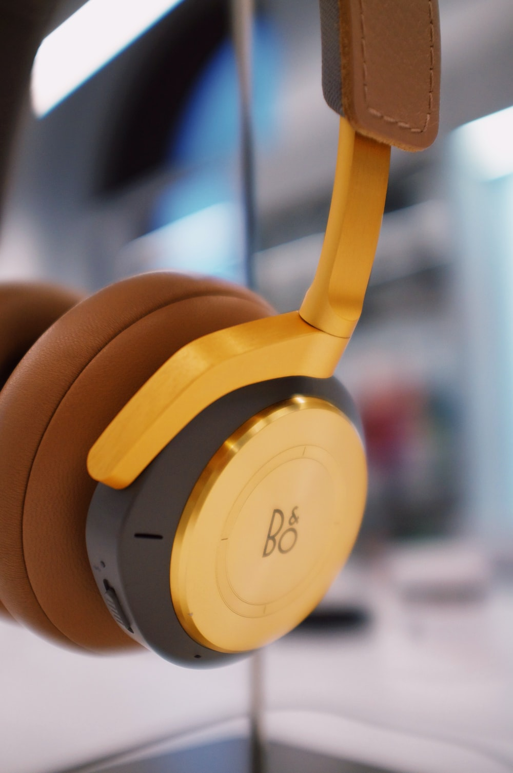 brown and white beats by dr dre headphones