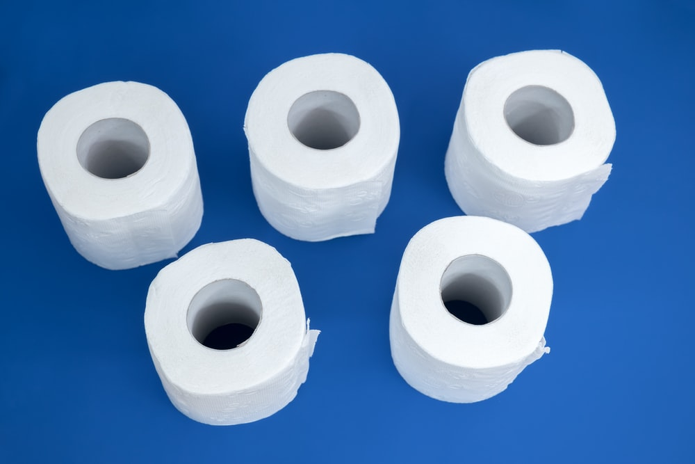 2 white rolled tissue paper