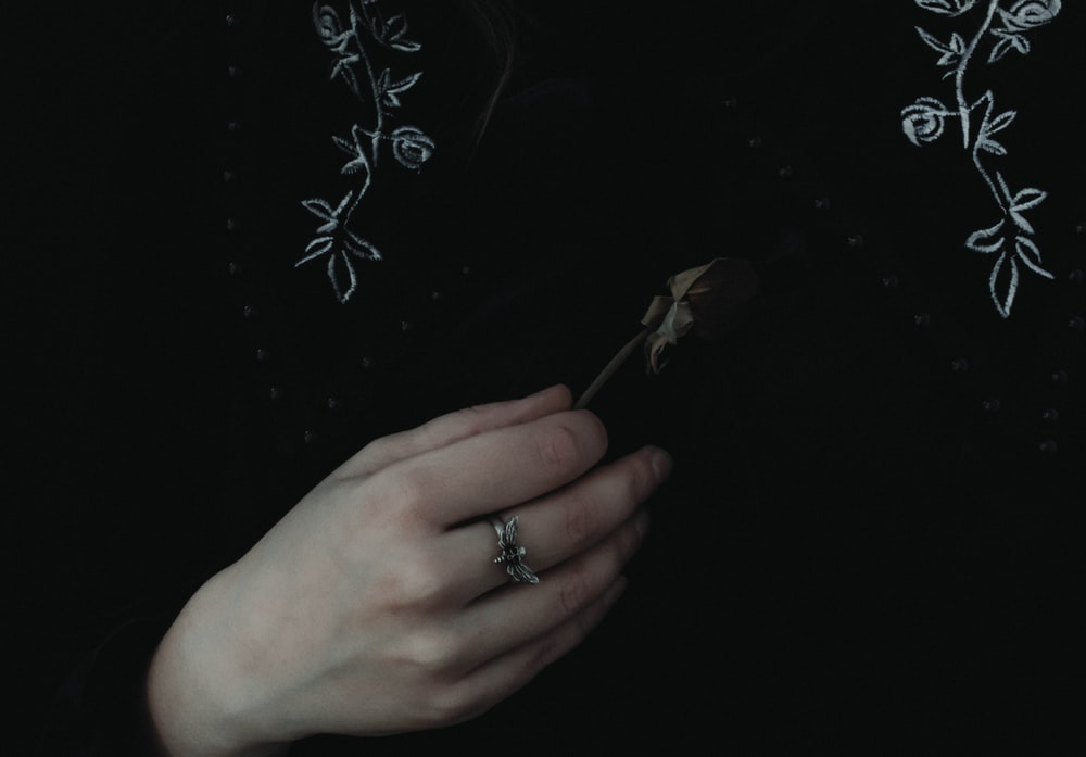person wearing silver diamond ring