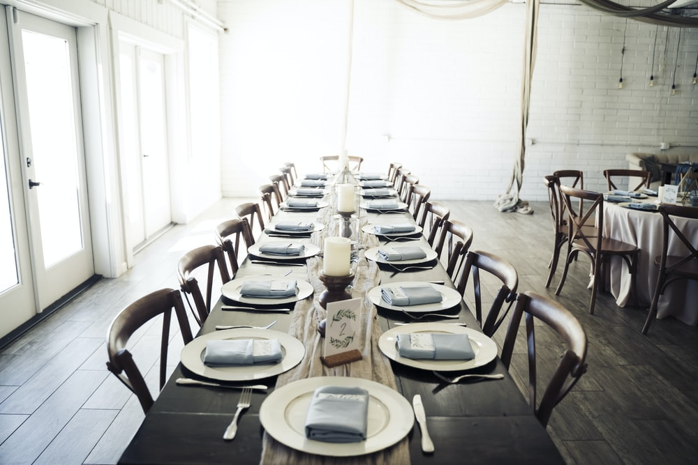 white round table with chairs