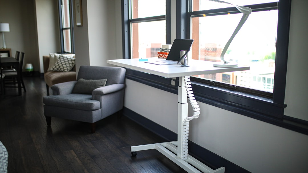 Top 8 Benefits of Standing Desks