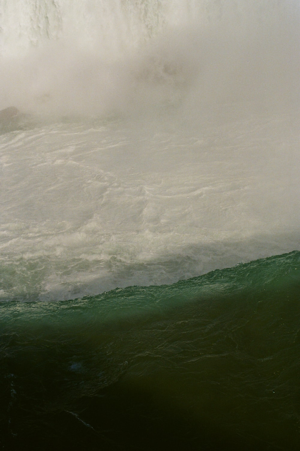 green water wave during daytime