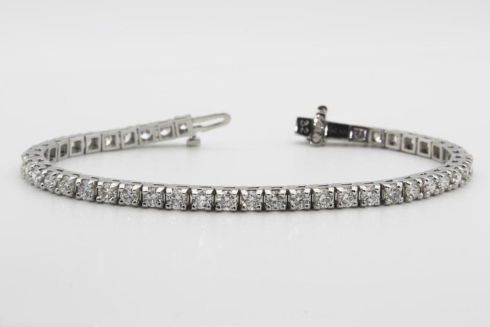gold and silver link bracelet