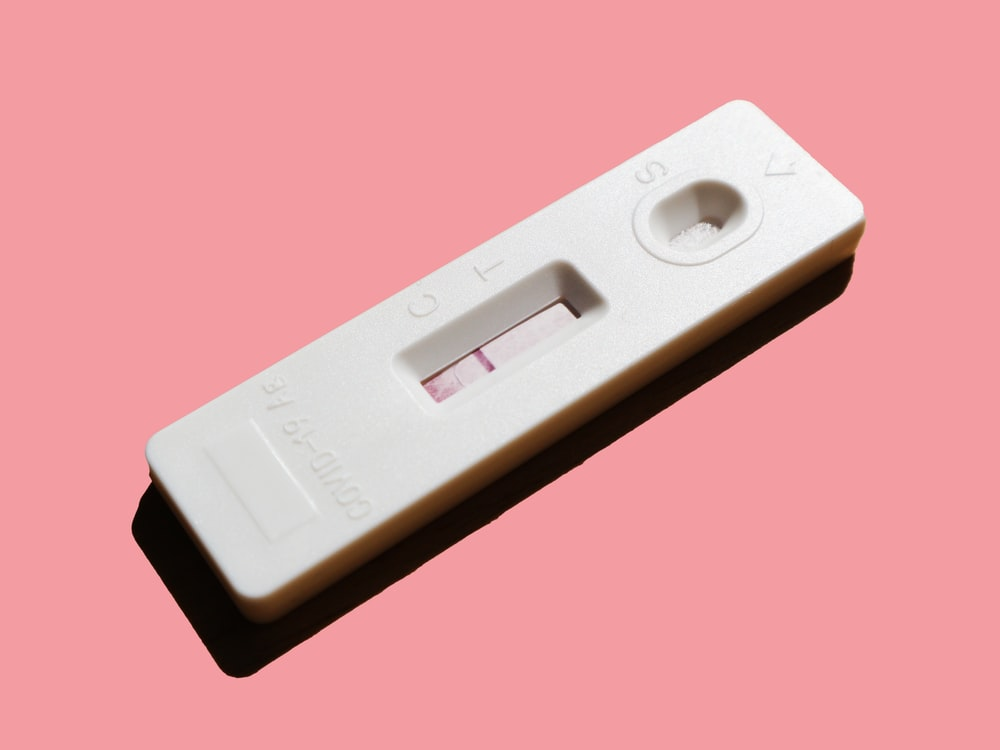 white pregnancy test showing 1 red line