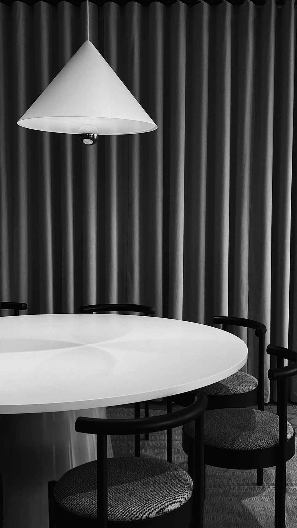 round white table with chairs