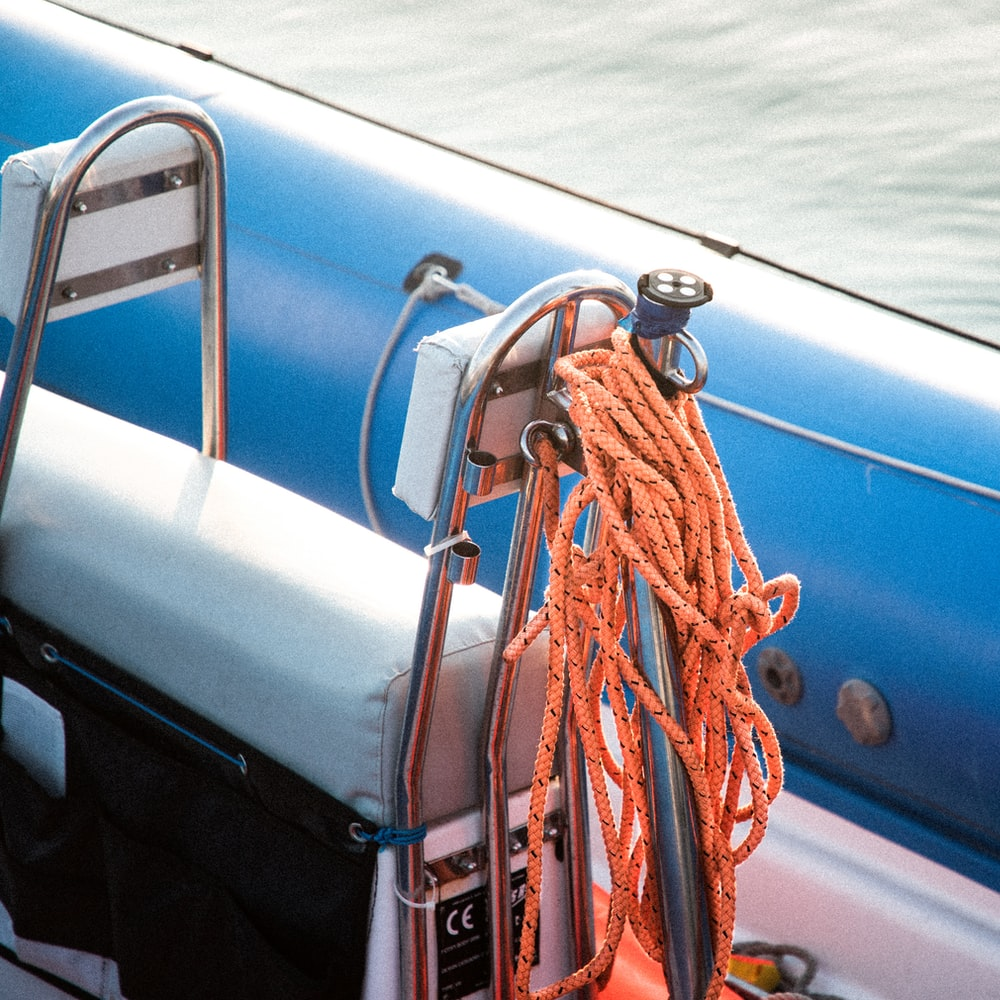 blue and red rope on blue and white boat