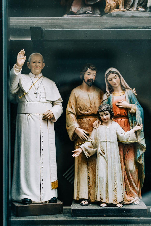 jesus christ and virgin mary figurine