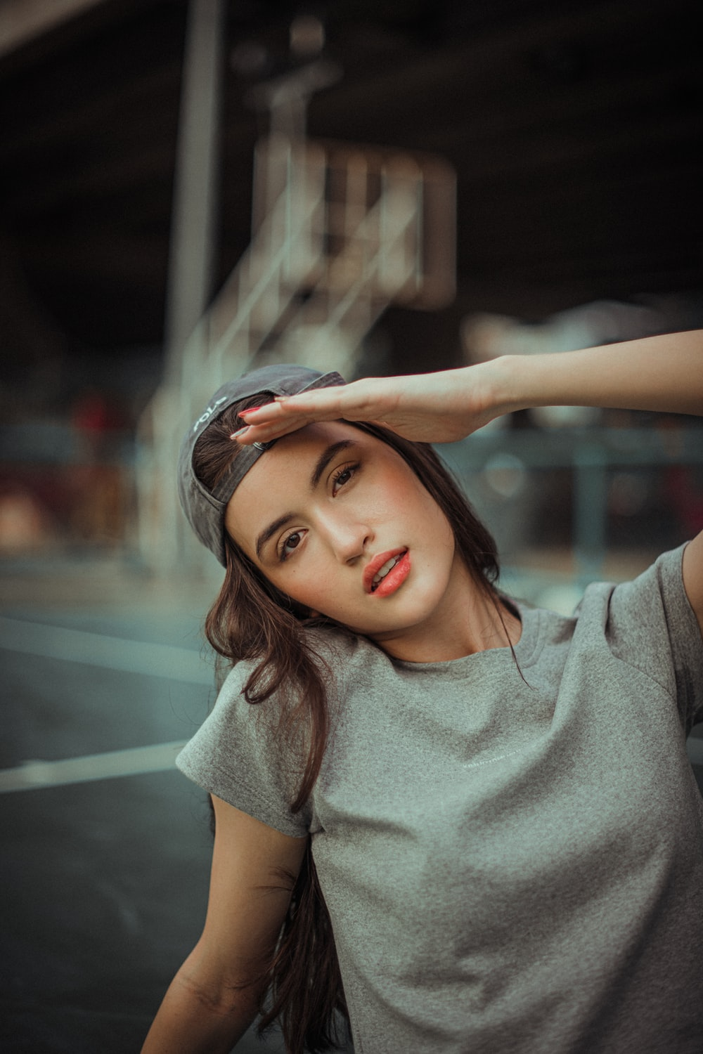 woman in gray crew neck t-shirt