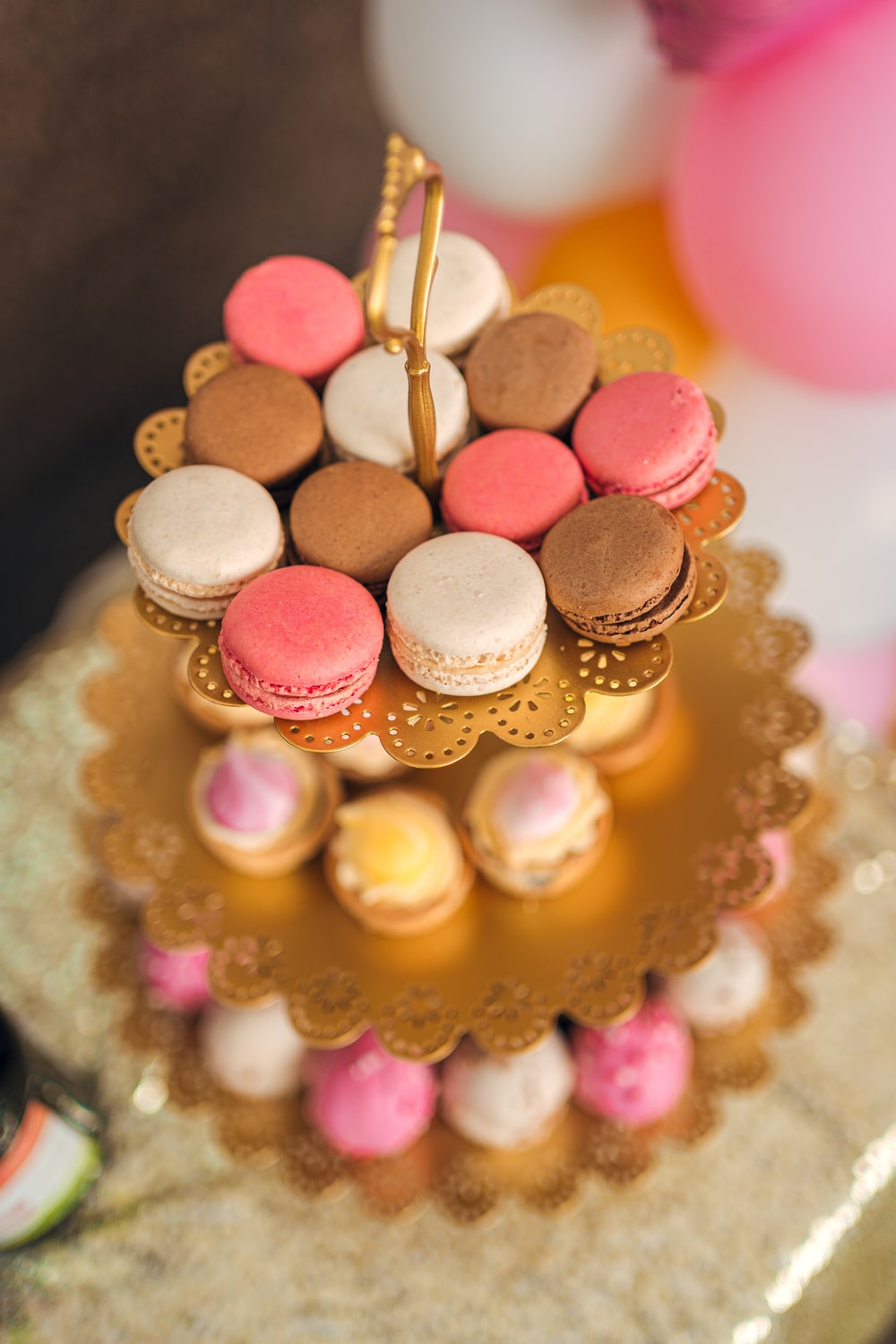 pink and gold round cake