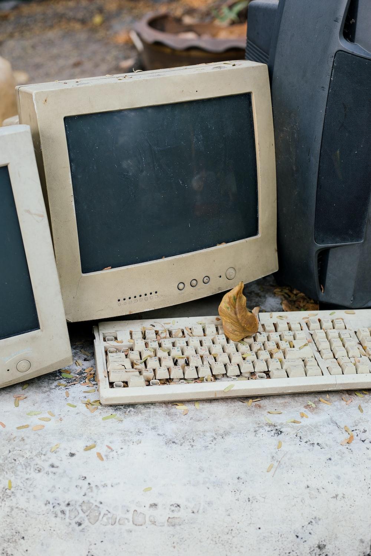 white samsung crt computer monitor beside black speaker