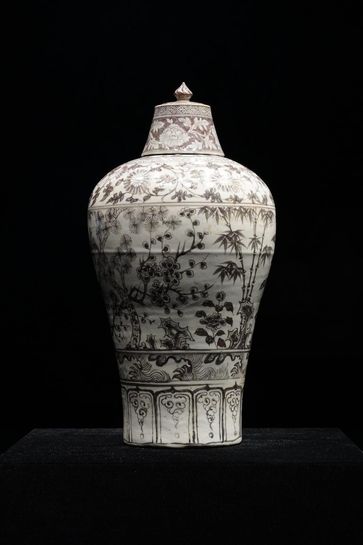 white and black floral ceramic vase