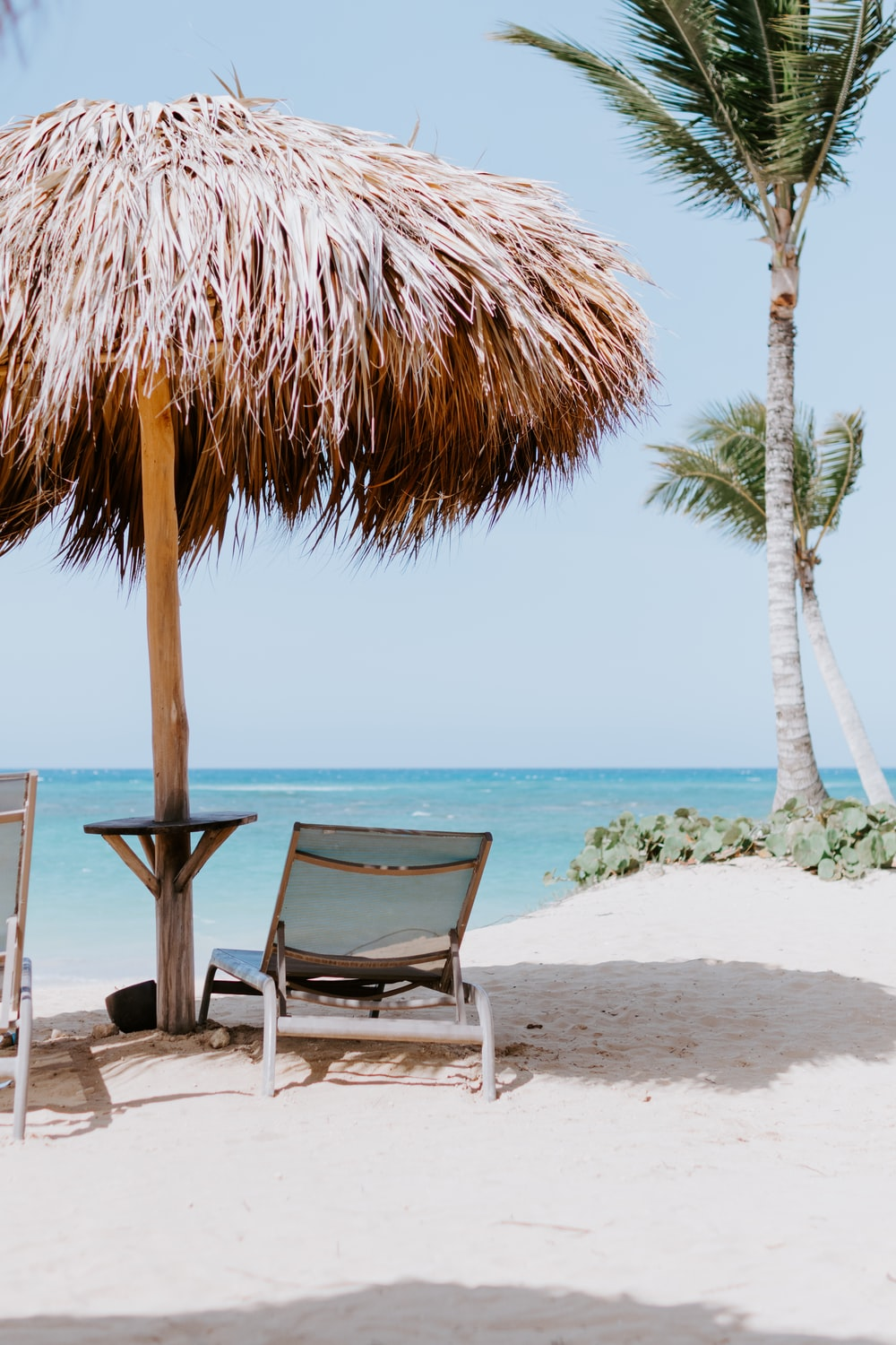 Everything about the beach that makes you feel calm is what makes a cabana bar.