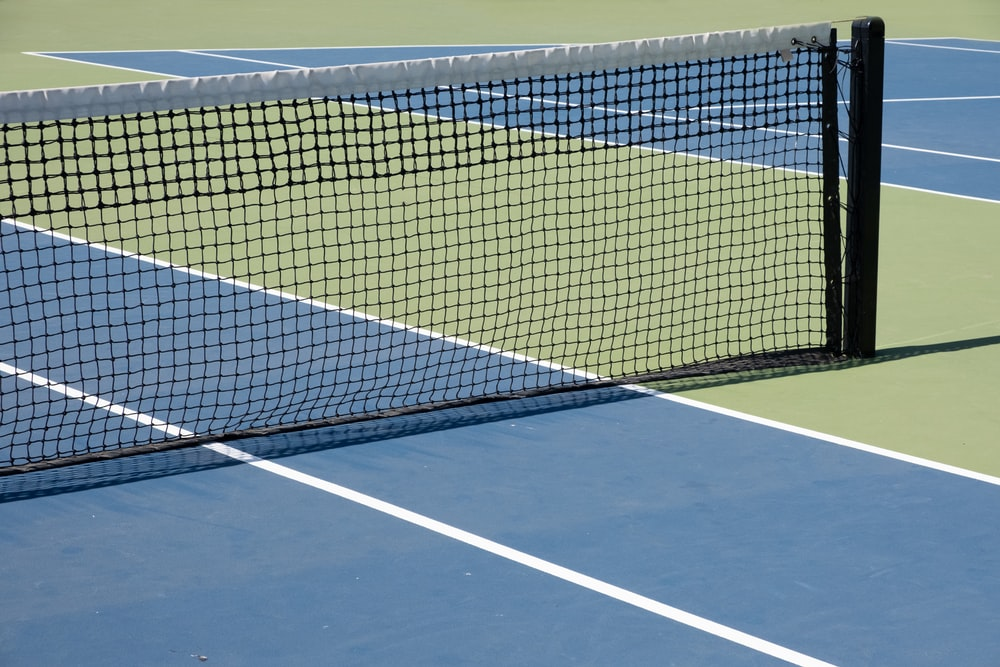 white and blue tennis net