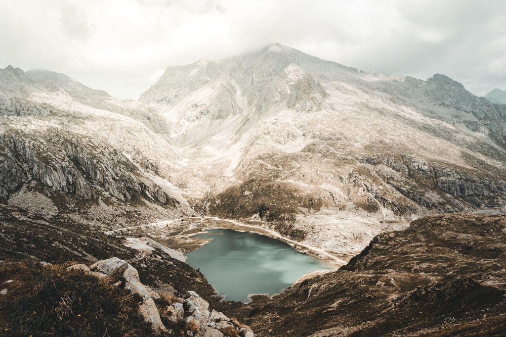 lake in the middle of mountains