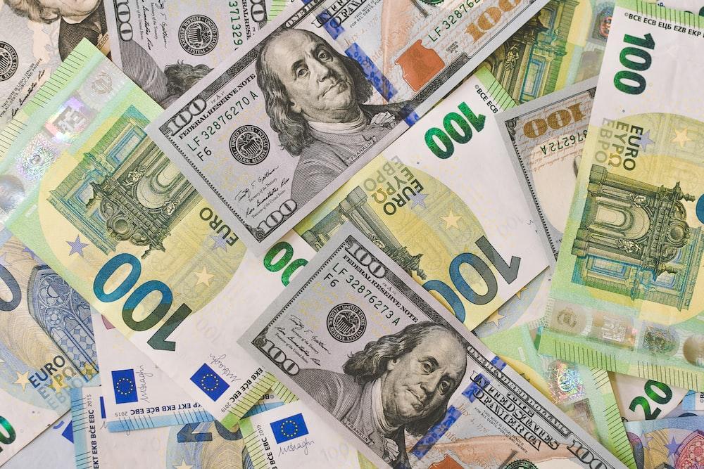 100 and 20 euro banknotes