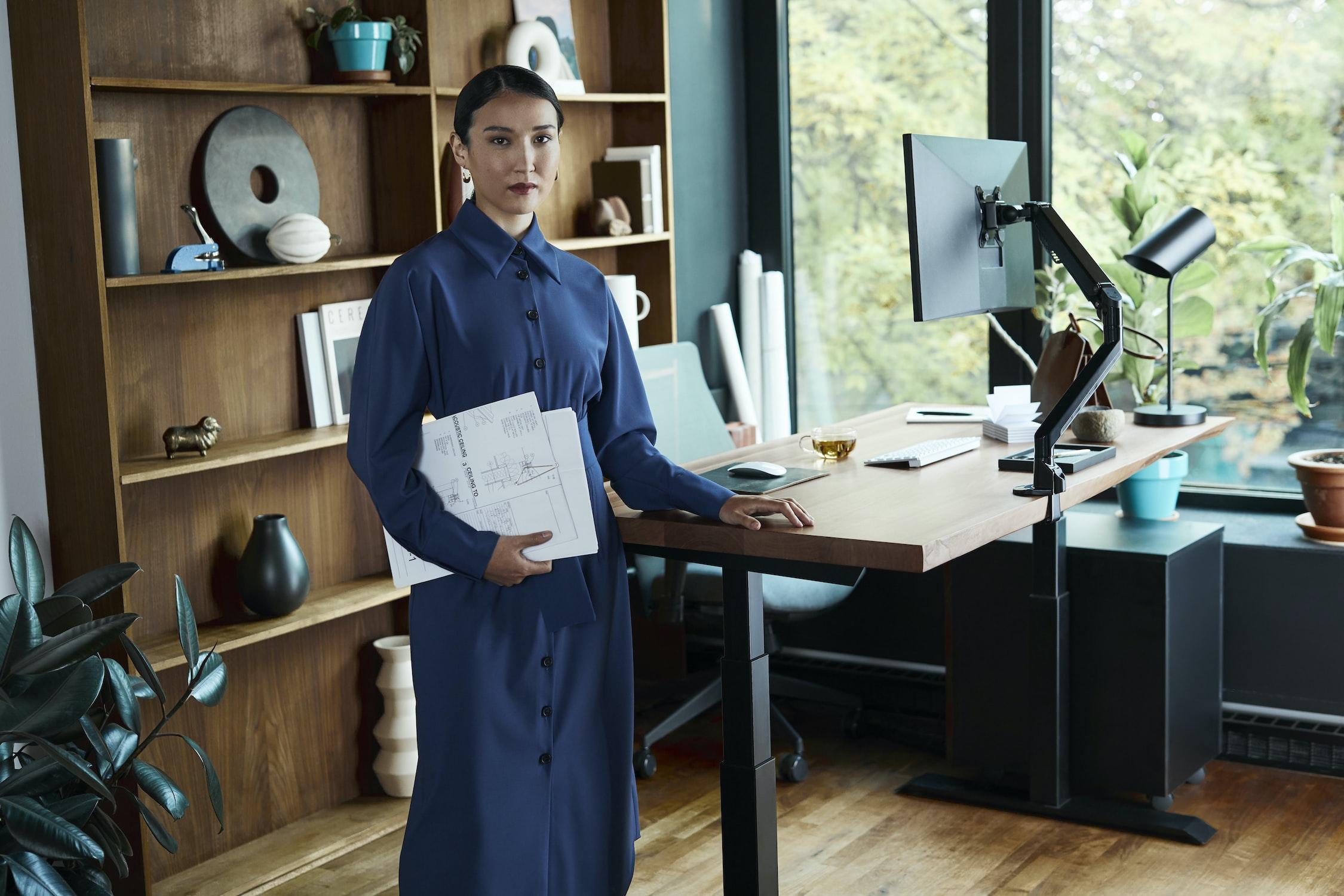 ยืนทำงานลดพุง ได้จริงหรือ อันตรายจากการยืนทำงาน 2564