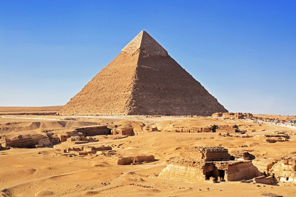 pyramid of giza under blue sky during daytime
