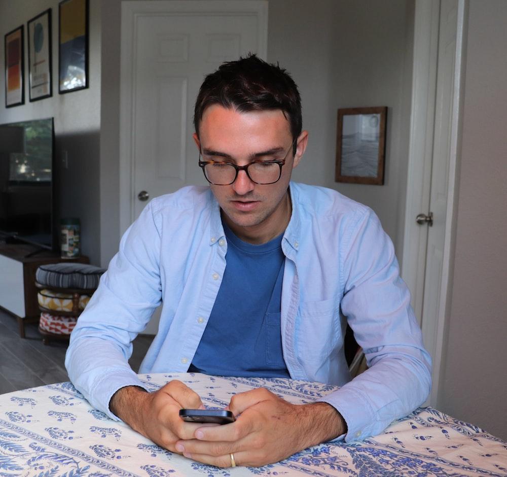 man in white dress shirt and blue necktie