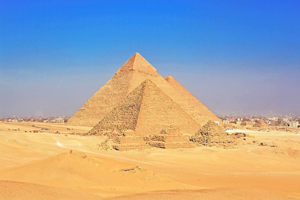 pyramid of giza in desert during daytime