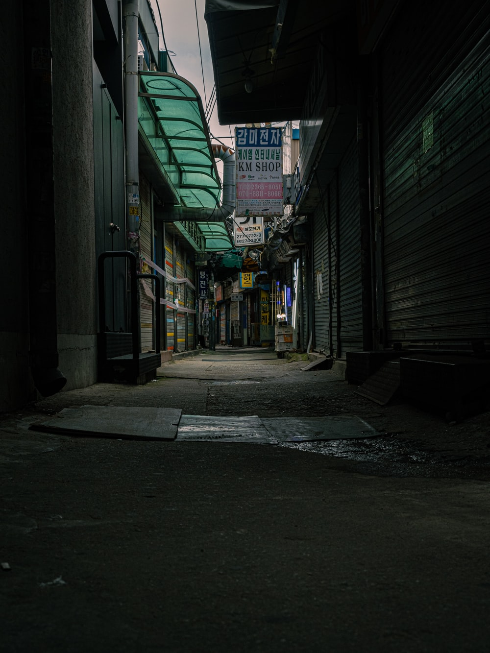 empty hallway with green walls