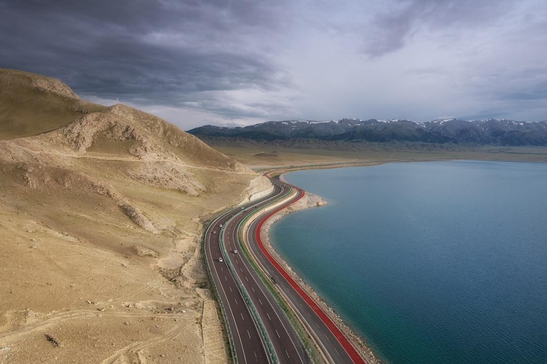 Drone Shot of Highway Near Lake Sayram 赛里木湖 - unsplash