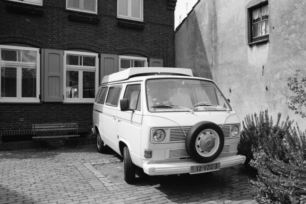 grayscale photo of volkswagen t-2