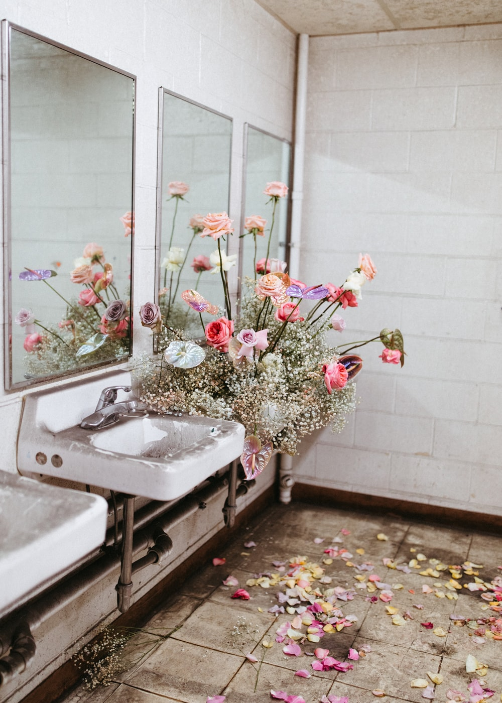 white ceramic sink with pink and white flowers
