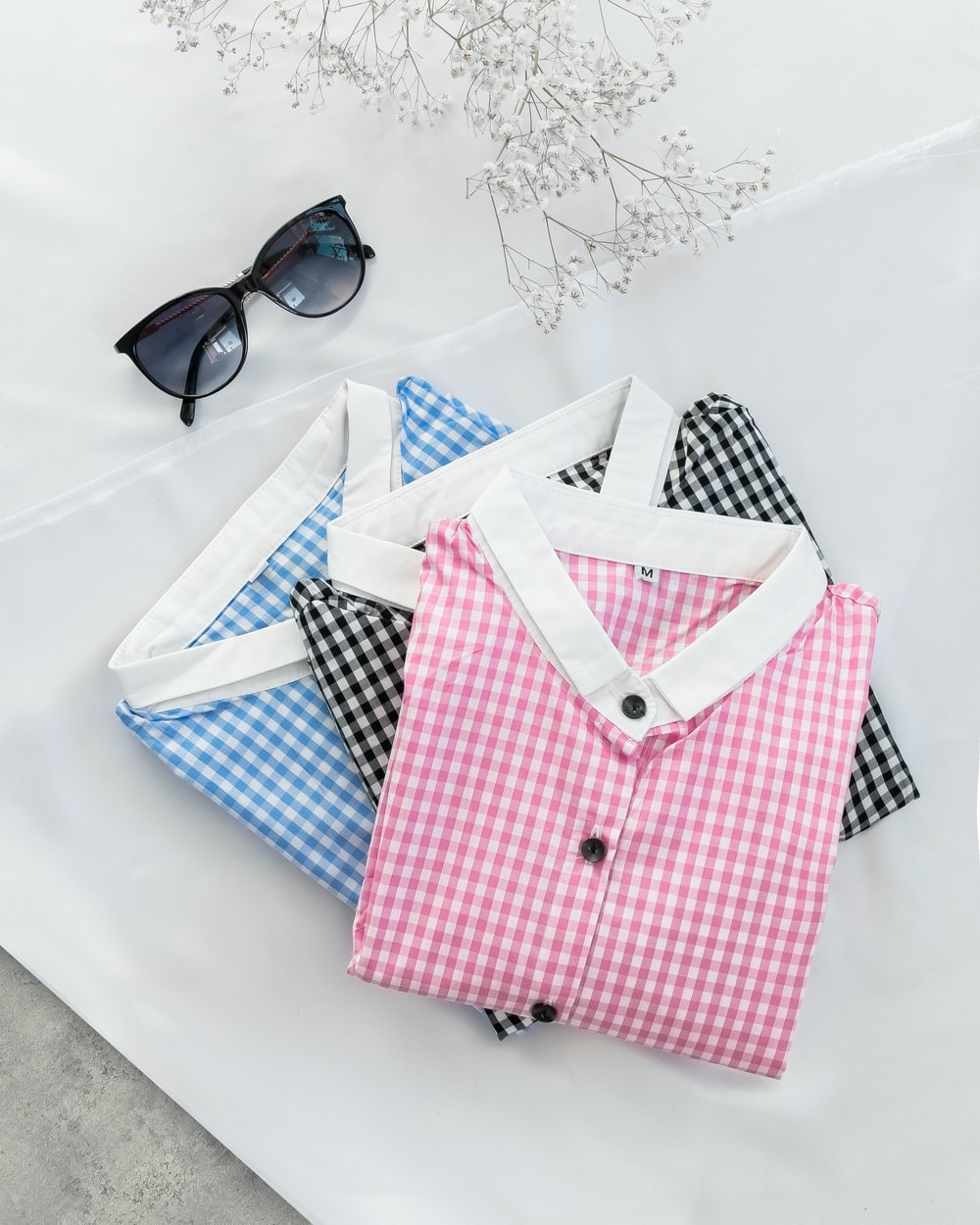 red and white plaid button up shirt