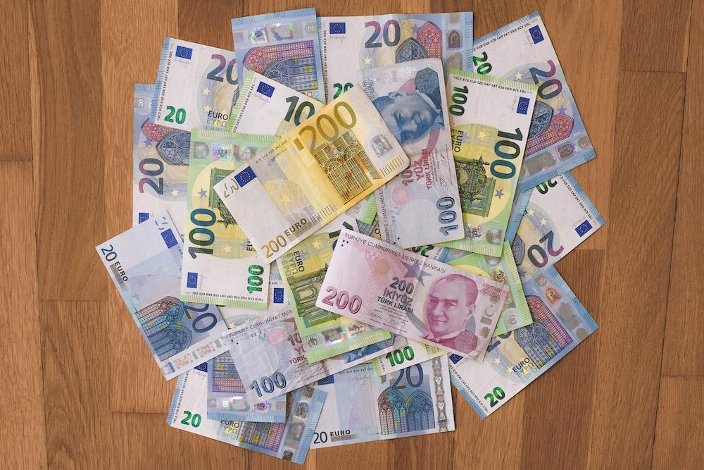 10 and 5 euro banknotes