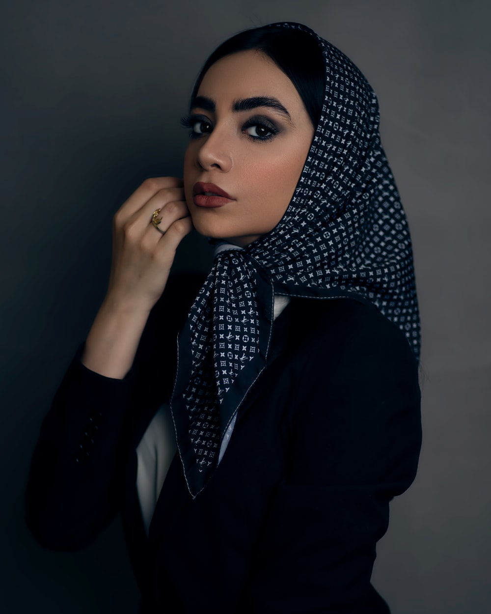 woman in black and white hijab