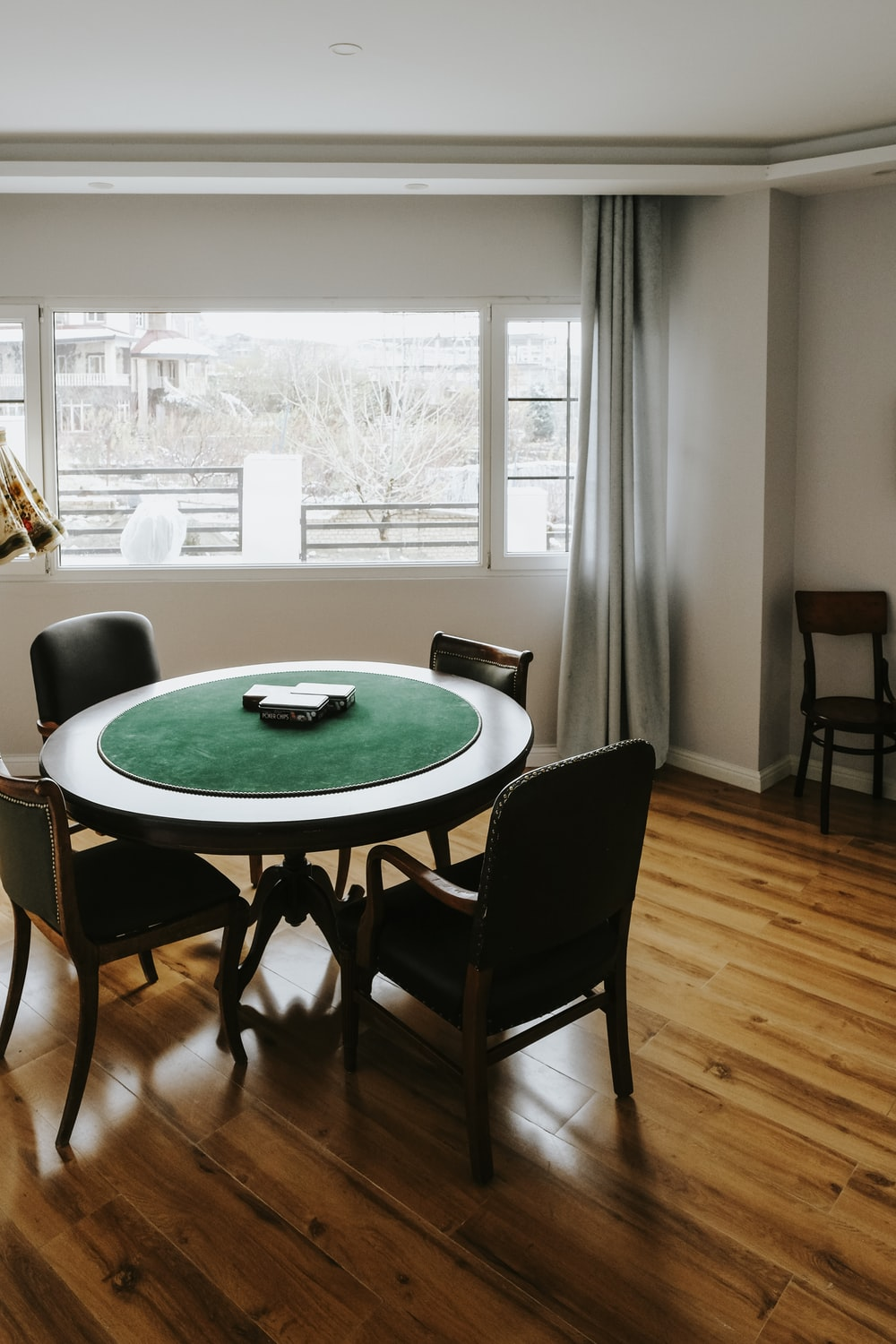 round green table with chairs