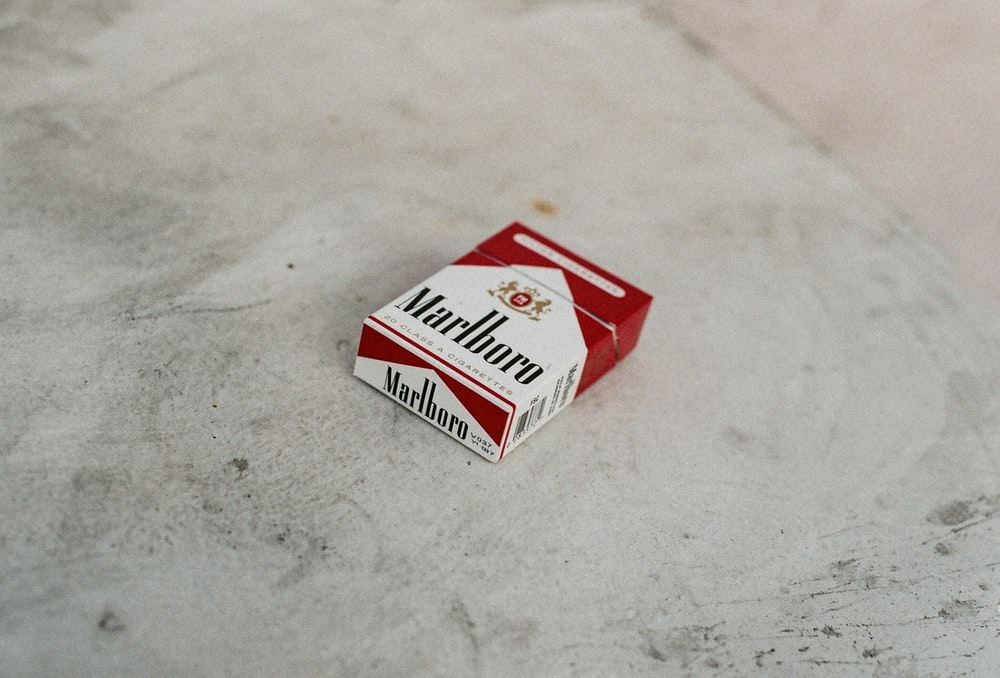 red and white marlboro cigarette pack