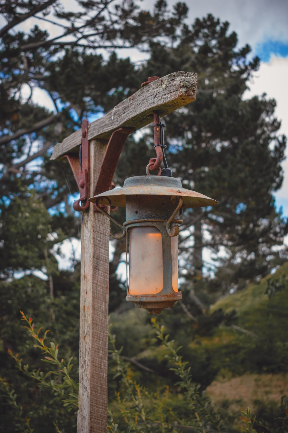 brown wooden post with lamp