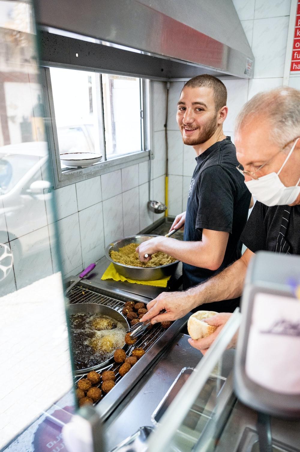 man in black crew neck t-shirt cooking