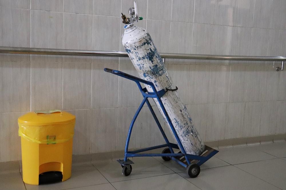 blue and black wheeled wheeled wheeled wheeled cart