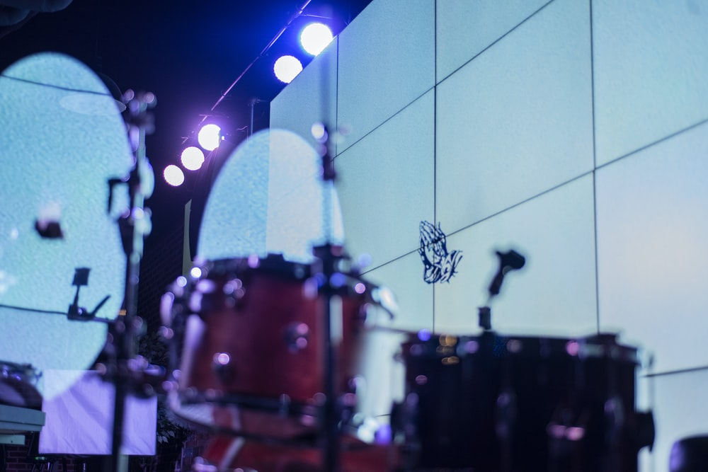 red and brown drum set