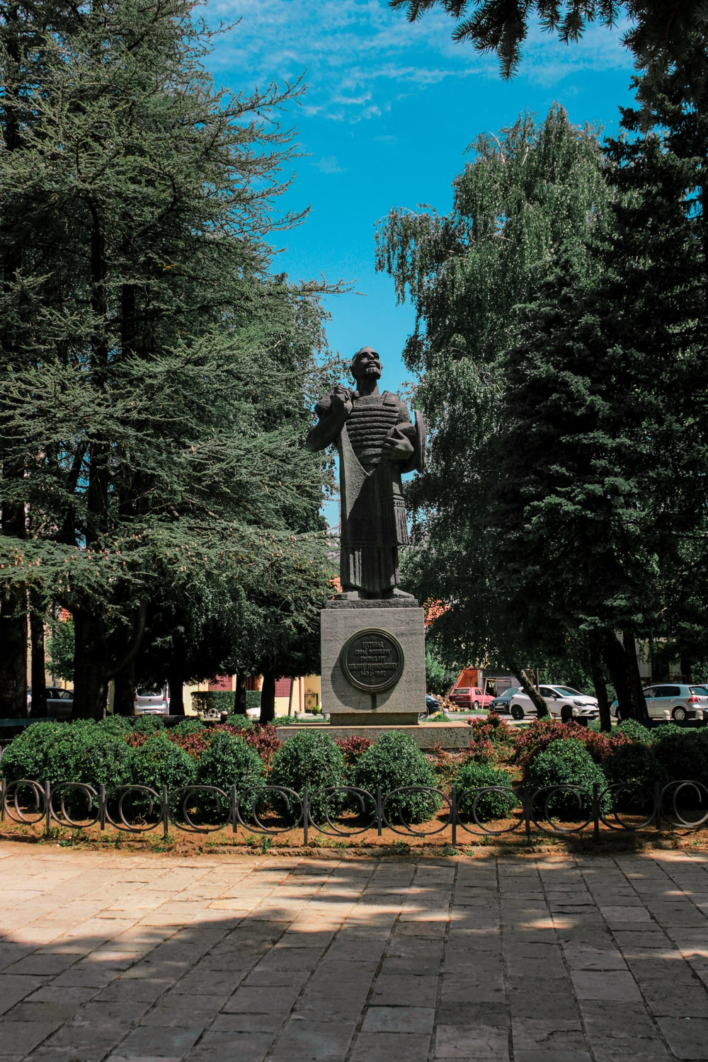 gray statue near green trees during daytime