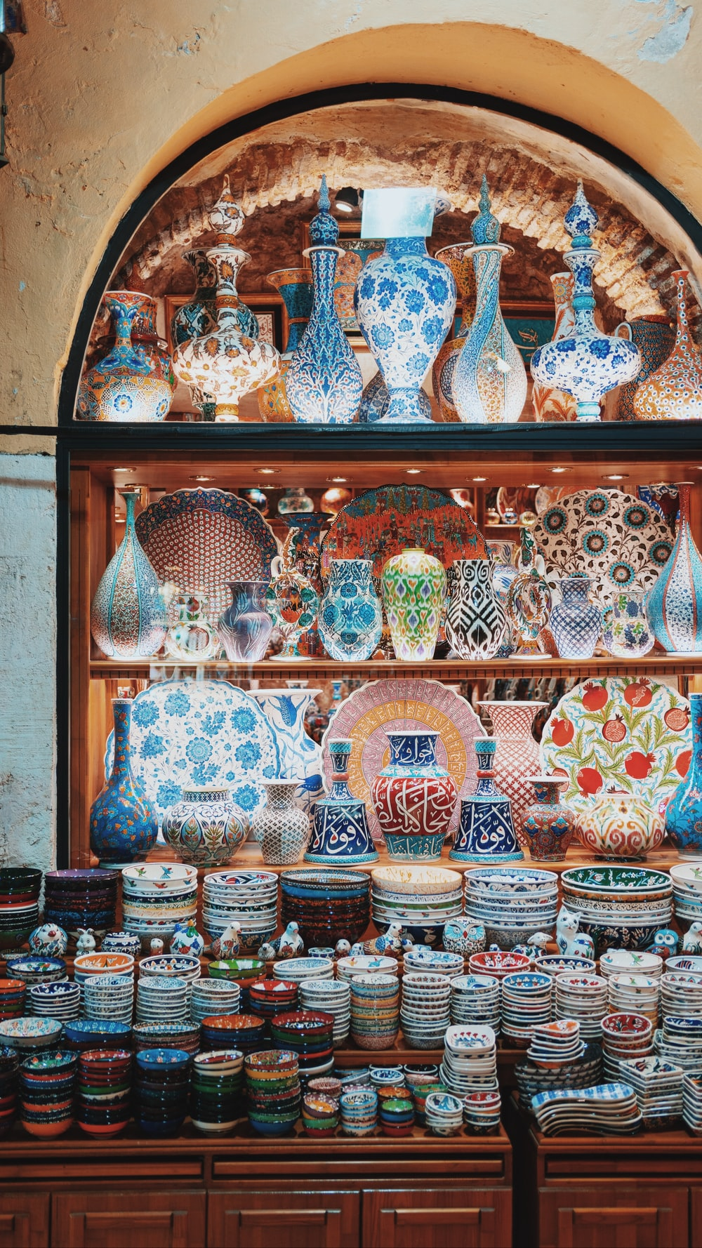 assorted color and pattern ceramic figurines