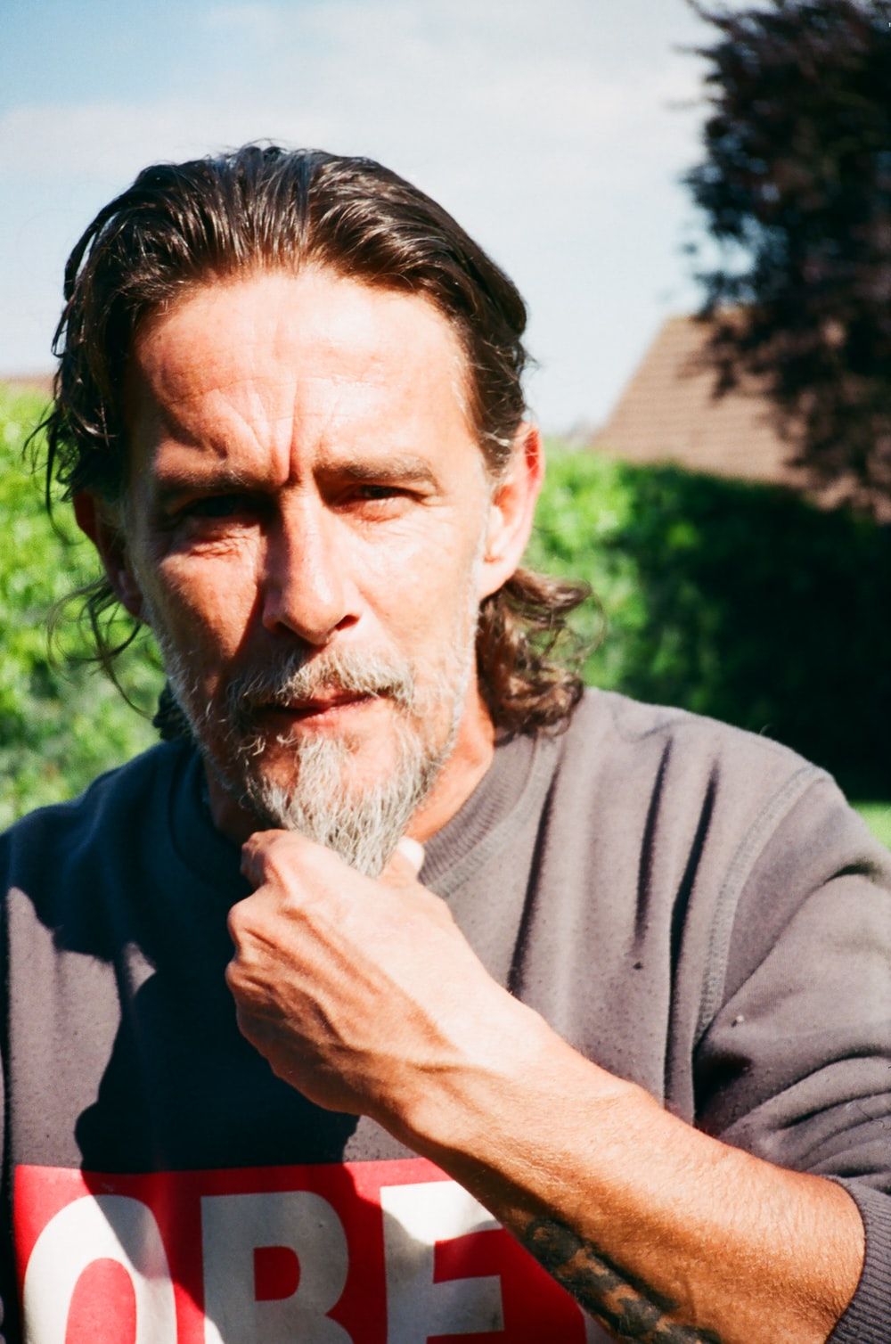man in gray crew neck long sleeve shirt