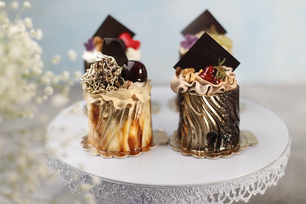3 chocolate cupcakes on white ceramic plate