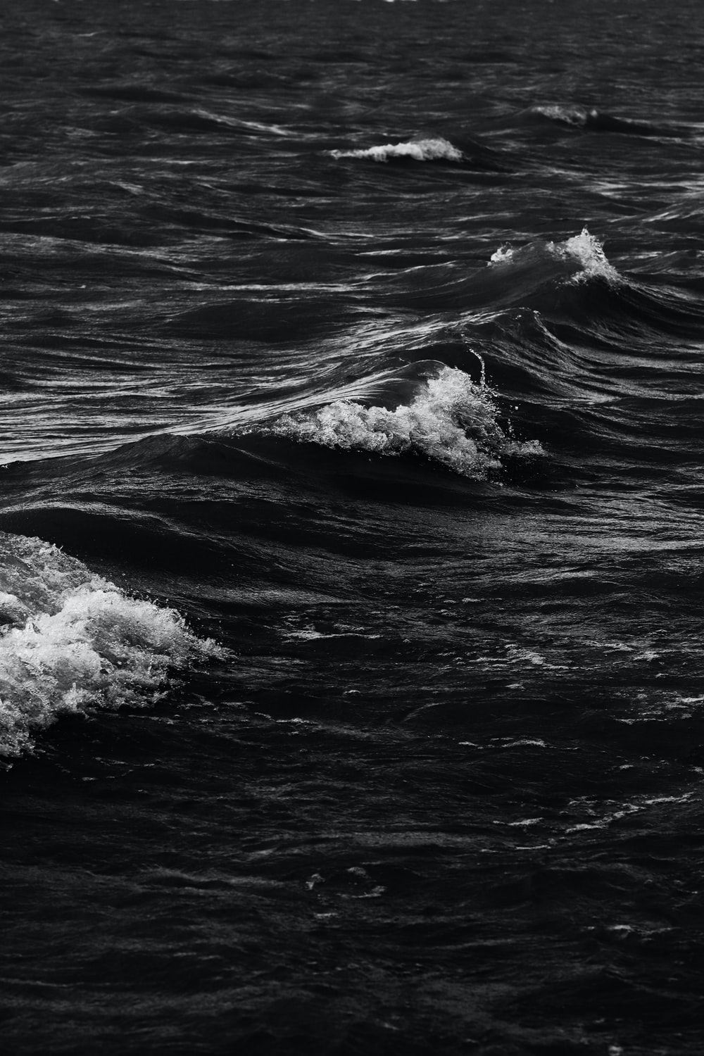 ocean waves during day time