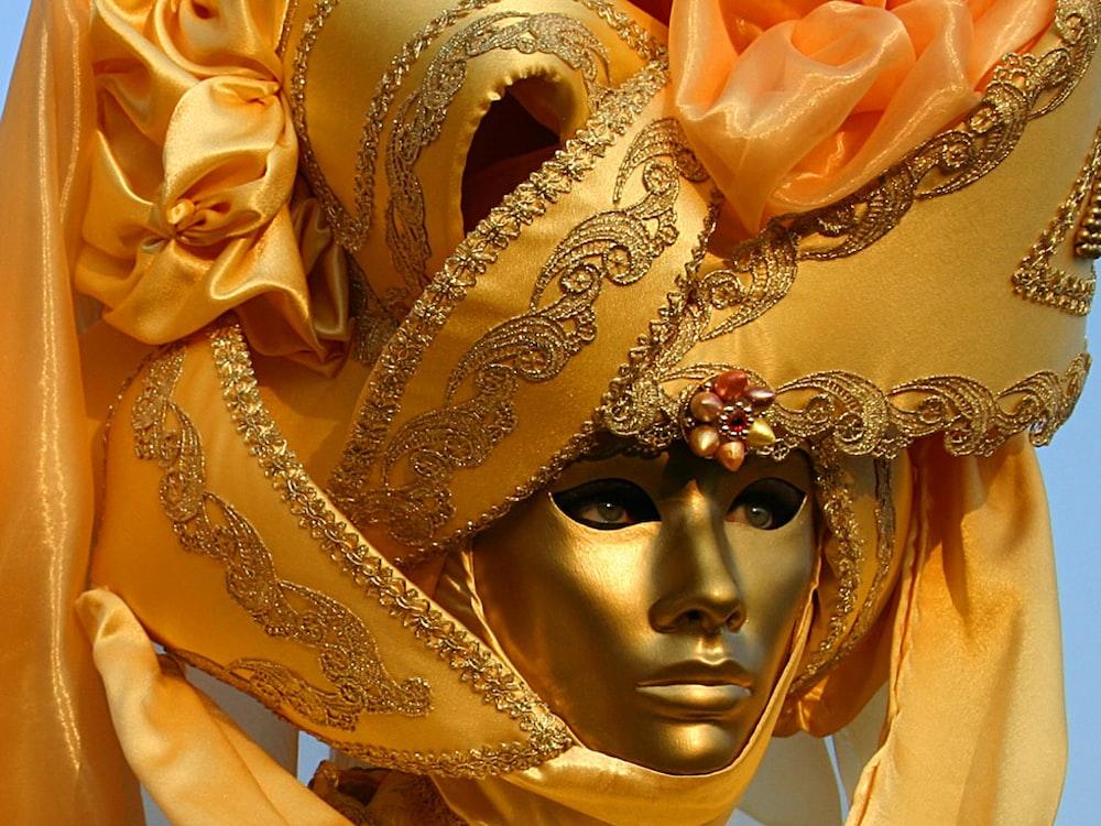 gold and silver masquerade mask