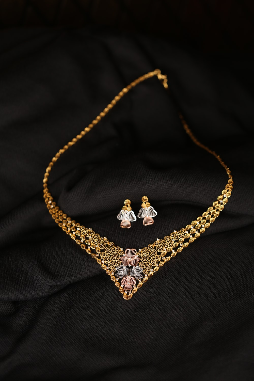 silver diamond studded heart pendant necklace