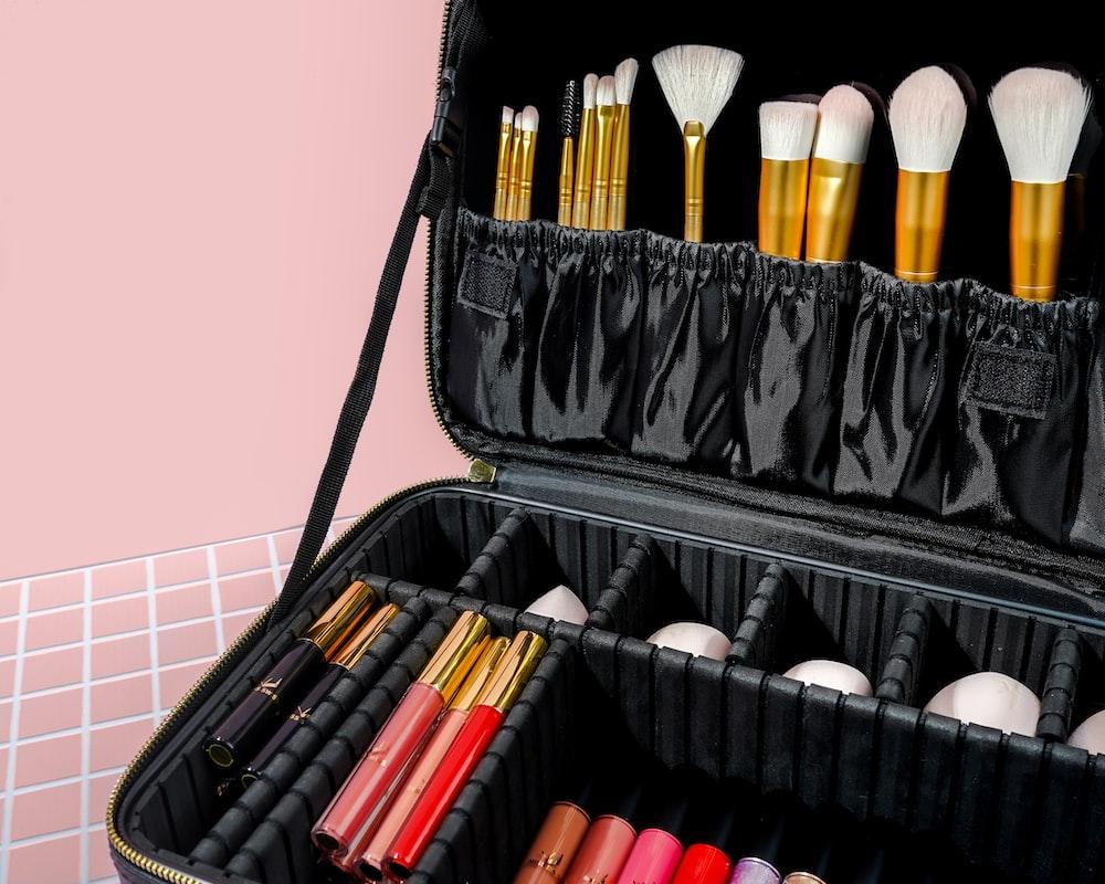 makeup brush set in black bag