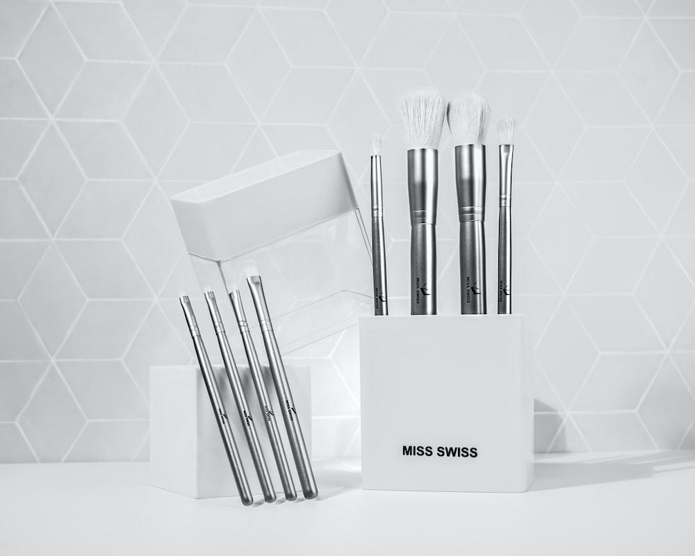 white and black make up brush set